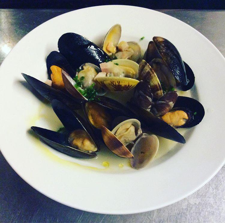 ムール貝とあさりの白ワイン蒸し!page-visual ムール貝とあさりの白ワイン蒸し!ビジュアル